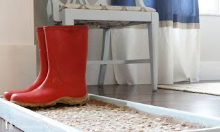 http://1.bp.blogspot.com/-YvZ3aWEXX-o/VkdIwhh8RMI/AAAAAAAAP2g/c72-yHmhNoQ/s320/how-to-make-a-cobblestone-boot-shoe-tray-crafts-foyer-home-decor.jpg