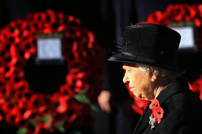 The Queen wears poppies at a Remembrance Day ceremony (Photo: Channel4)
