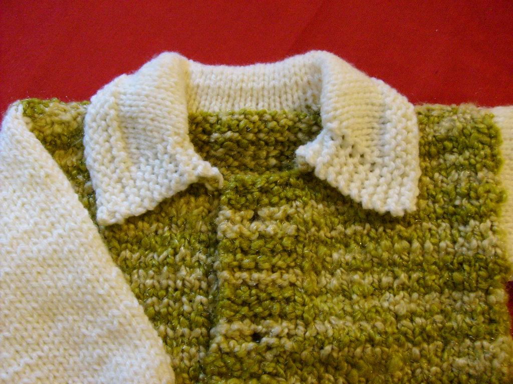 bebe de 12 meses tejido a palillo con una estructura simple cuello