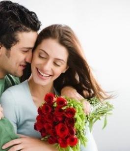 كيف تسرقين قلب حبيبك  - رجل وامرأة سعداء فى الحب - حب ورومانسية - رجل يحتضن حبيبته - man hugging woman - love and romance