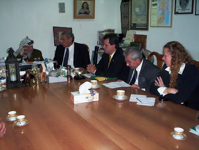 Yasser Arafat reunido com deputados brasileiros