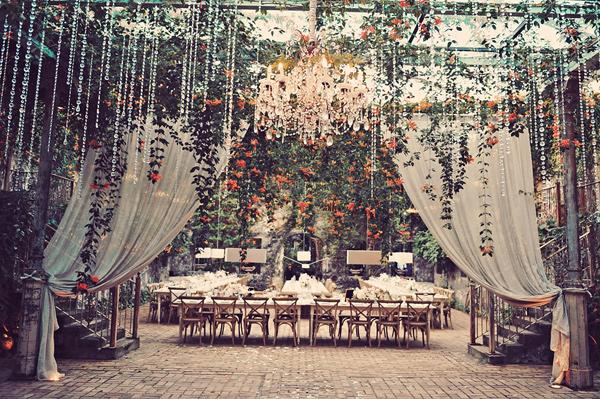 blog de boda super romántica en un frondoso jardín
