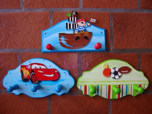 Lola artesan as percheros para nenes con aplique - Percheros infantiles de pared ...