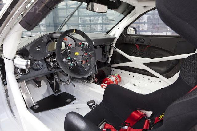 2012 Porsche 911 GT3 R Interior