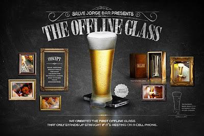Un vaso para combatir el abuso de los celulares en el bar
