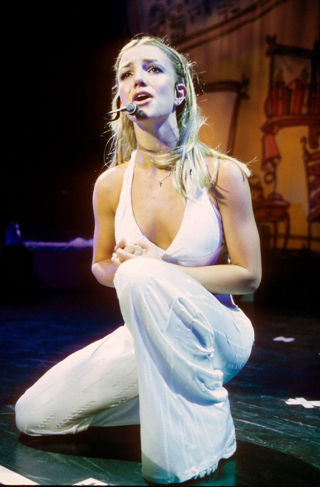 http://1.bp.blogspot.com/-Yx28pf9ZmsE/ThZtrquC4rI/AAAAAAAAFU0/Gg64y3FO0es/s1600/Britney+Spears-femme+fatale-circus-ooops+i+did+it+gain-pics-Britney+Spears+2011-+%252859%2529.jpg