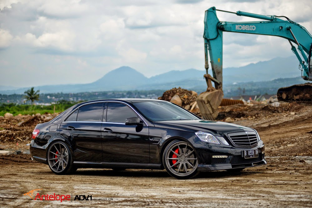 mercedes benz w212 e63 amg on adv10 wheels benztuning. Black Bedroom Furniture Sets. Home Design Ideas