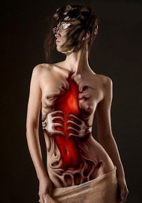 Extreme-Body-Painting-Airbrush-Hell-Door-Design