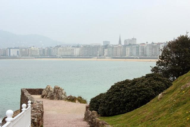 Paseo por la playa de la Concha