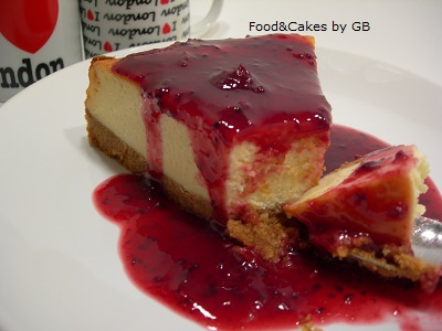 Cheesecake con coulis de frutos rojos