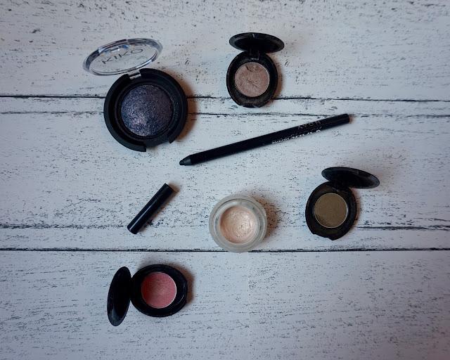 Avon SuperShock Gel Eyeliner Pencil, review, avon beauty review, hannah rose, hanrosewilliams, beauty blogger, avon, avon review, avon liner