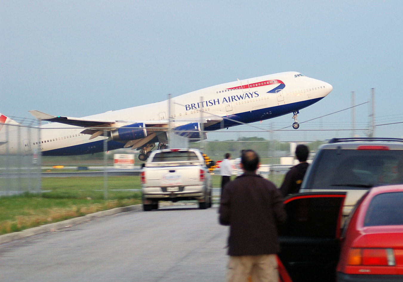 http://1.bp.blogspot.com/-YxbtKZ5cpLA/T7ZtYvjc9pI/AAAAAAAAIJs/boTdmTlIG6o/s1600/boeing_747-400_british_airways.jpg