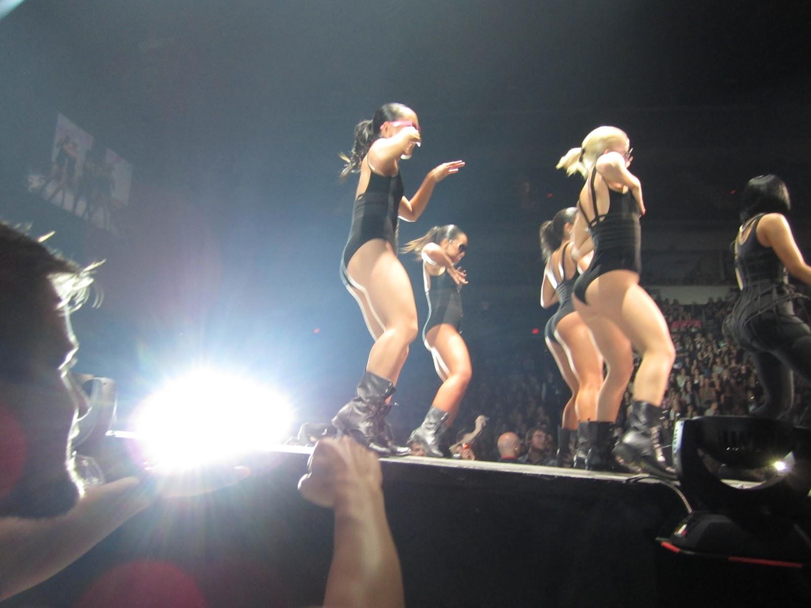 http://1.bp.blogspot.com/-YxcXlmdP88g/TkrJWX1CJDI/AAAAAAAAACY/pZZtII5vCzI/s1600/Britney+037.jpg