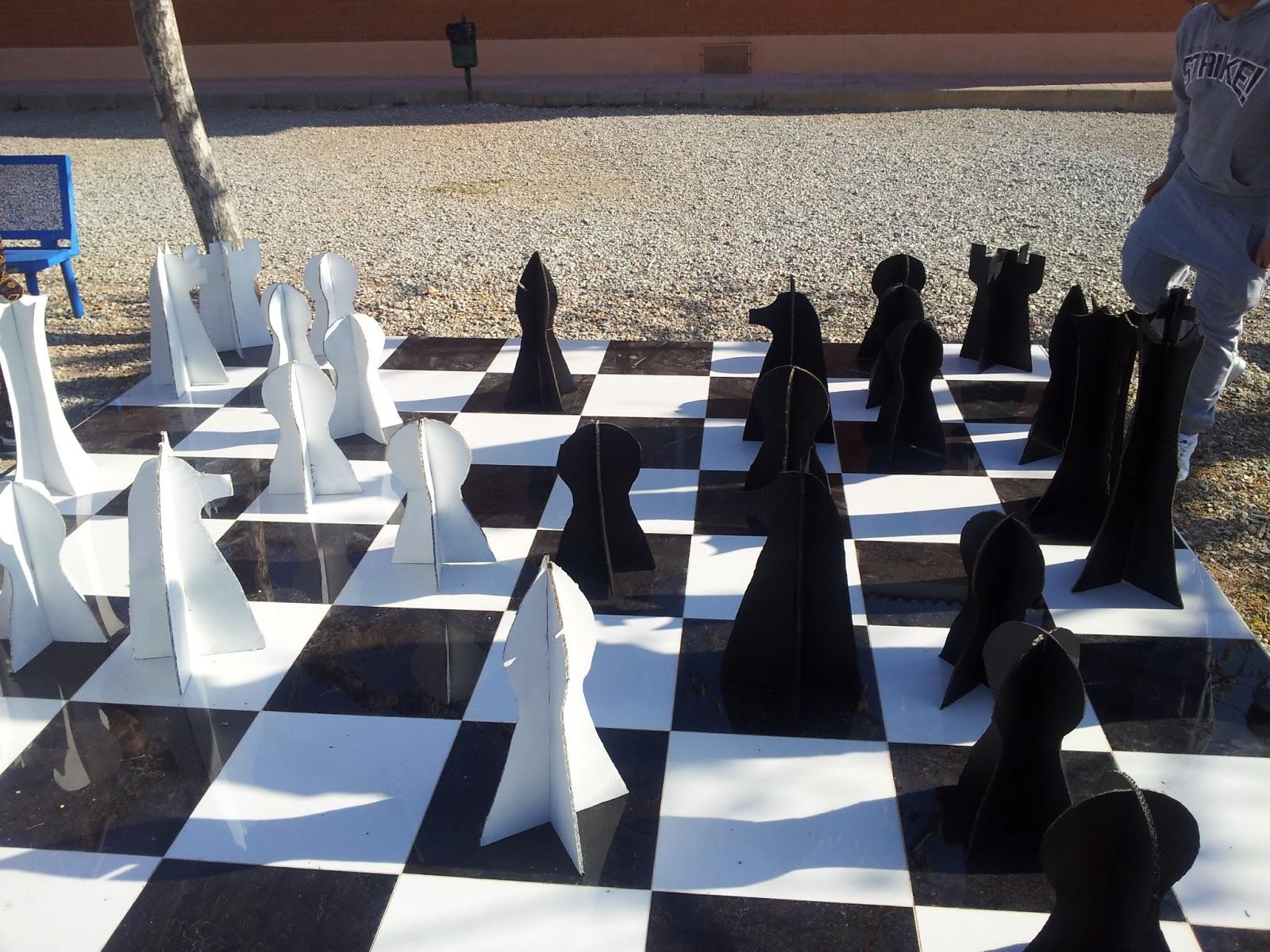 Ajedrez santa mar a ajedrez gigante for Ajedrez gigante para jardin