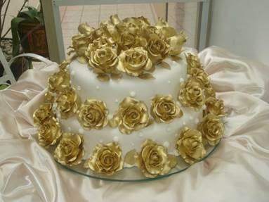 Como fazer o bolo em homenagem aos aniversário das bodas de ouro