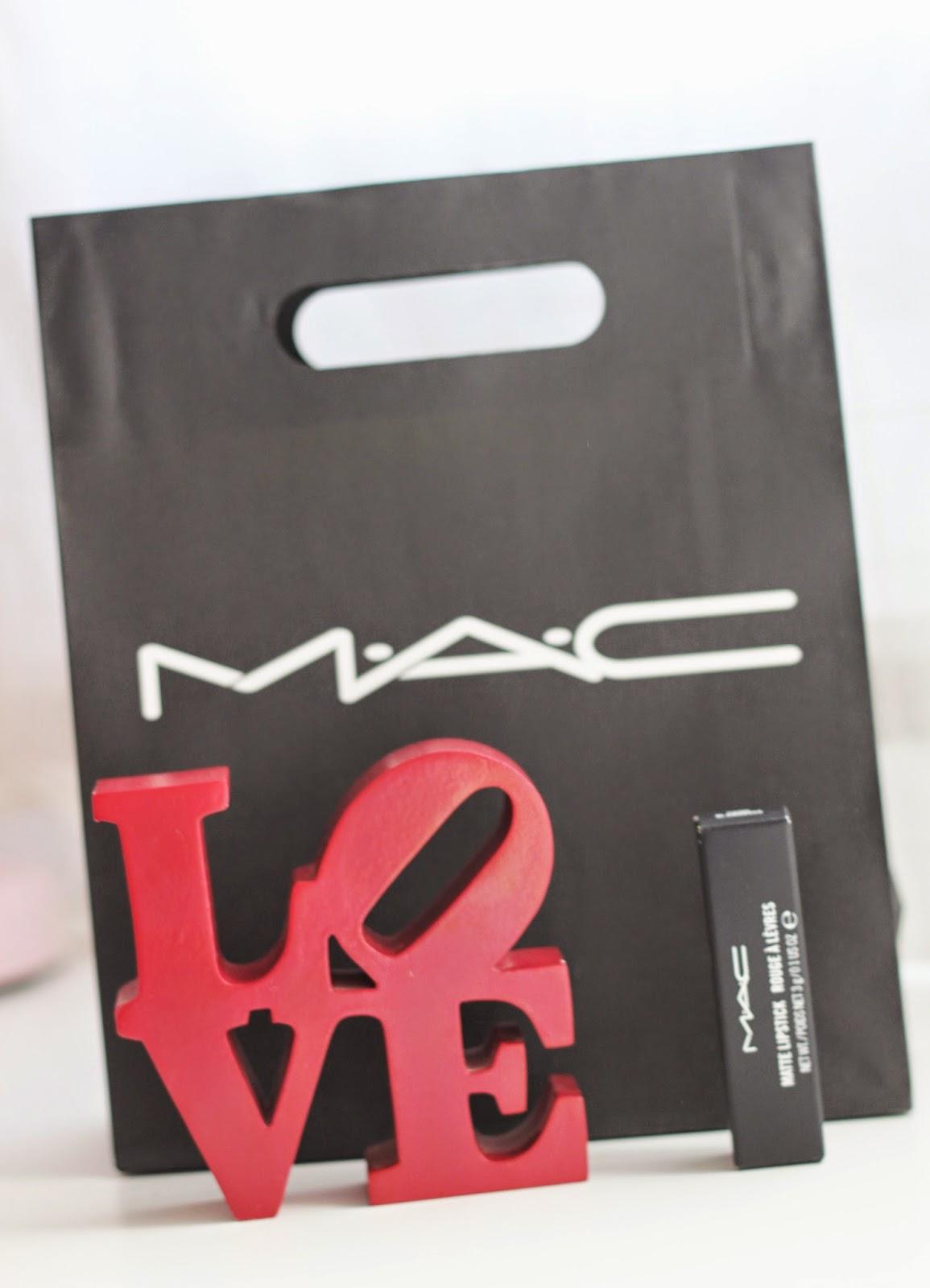 photo-mac-the_matte_lips-red_lipstick-Damn_glamorous