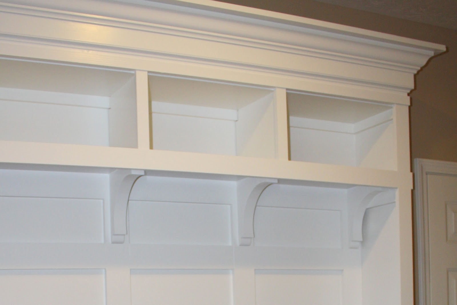 Entryway Storage Locker Bench | Interior Decorating Tips