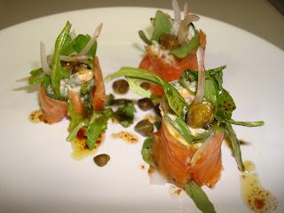 sushi salmón rollito