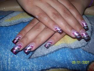 modelo de uñas rayas