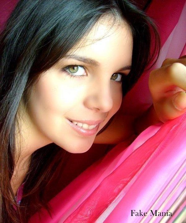 Larrisa Oliveira Morena De Olhos Verdes