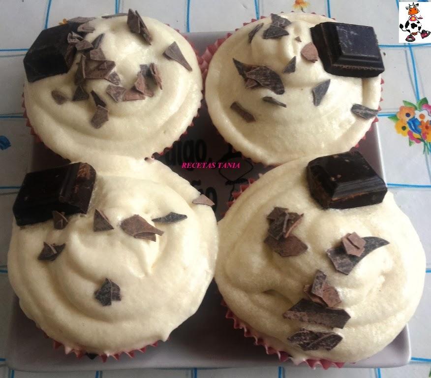 Cupcakes de chocolate con crema de queso