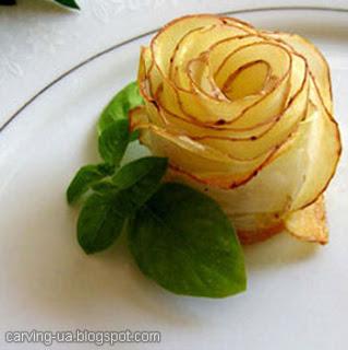 запеченная роза из чипсов