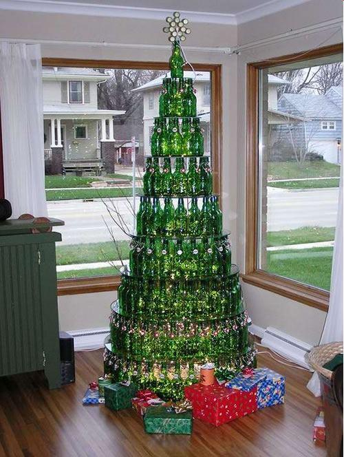 Árbol de navidad reciclado con botellas de vidrio