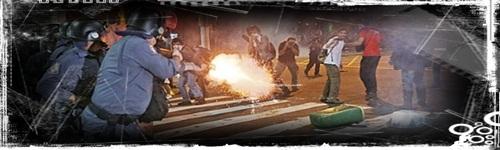 policiais em confronto com manifestantes