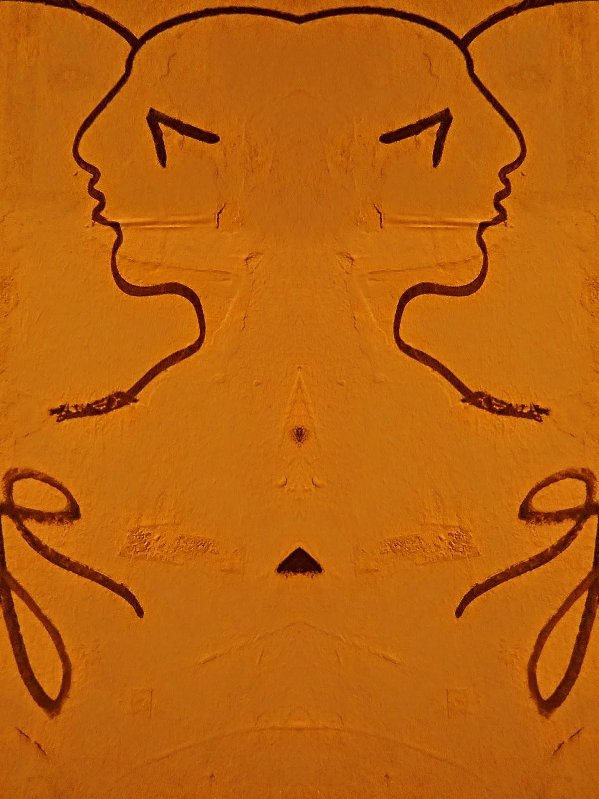 Dessins au trait noir, double visage en miroir de profil, fond orange.