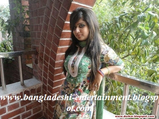 Bangladeshi-university-girl