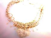 pulseira cordao de couro beje c elos e coraçao dourado