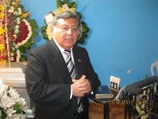 Danielito, orando por el descanso eterno del que en vida fue Manuel Melendez C.