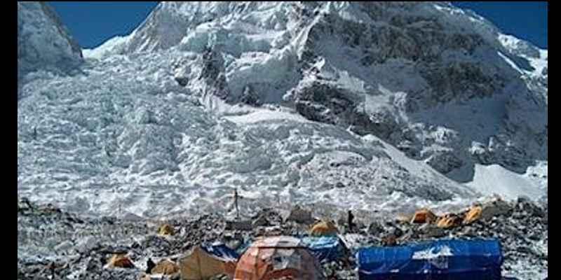 Kegiatan Paling Menyenangkan Saat Berlibur Ala Bule - Trekking ke Everest di Nepal