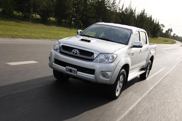 car i Toyota Hilux 2013