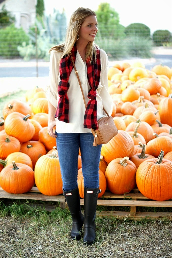 buffalo plaid scarf with skinny jeans and hunter boots