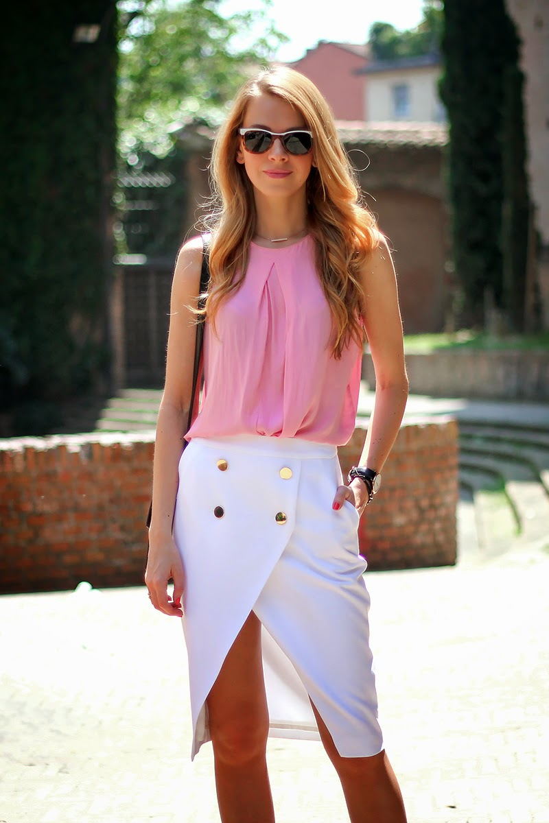 Zara crossover skirt with buttons, pink blouse, light colors, summer outfit