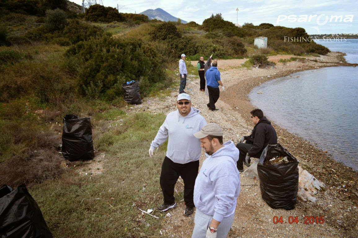 Ψαράδες καθάρισαν την Υψηλή Γέφυρα Χαλκίδας (ΦΩΤΟ)