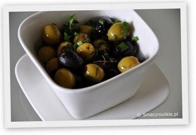 Oliwki z ziołami i czosnkiem - świetny dodatek do potraw z grilla