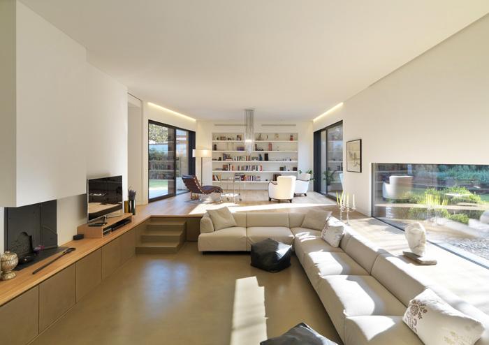 Casas minimalistas y modernas casa minimalista en sassuolo for Casa minimalista living