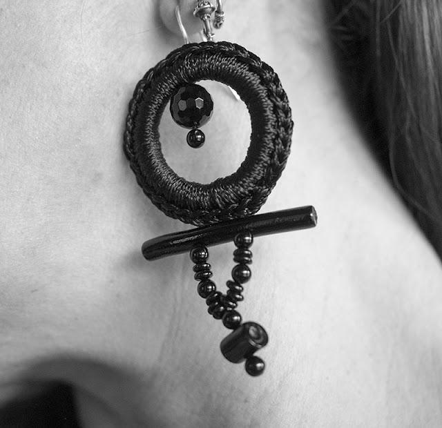 orecchini crochet total black corallo nero, onice, argento