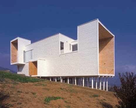 Arquitectura de casas casa de madera minimalista en la for Casa minimalista definicion