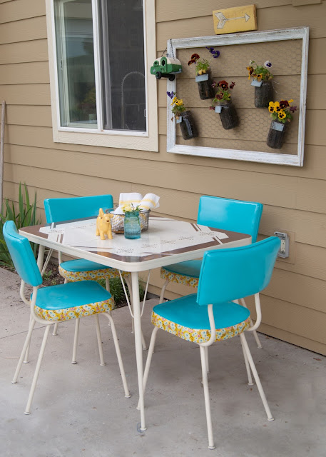 How to Makeover a Vintage Dinette Set (using Spray Paint & Mod Podge!) - before & after
