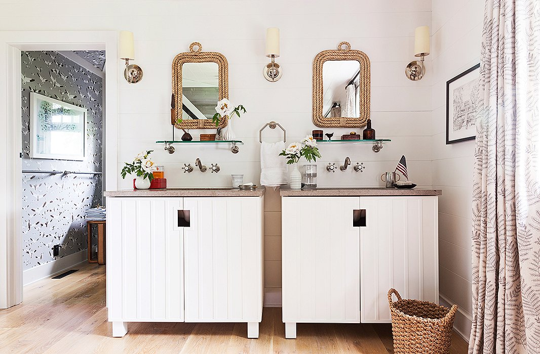 Decor inspiration classic lake house cool chic style for Lake house bathroom ideas