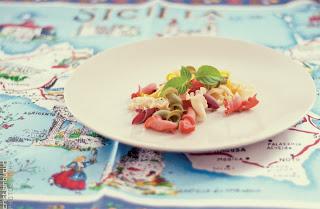 pasta; sicilian; sicilia; traditiona; vintage; map; table; plate; white; basil; red; spinach; curcuma; tomato; tomates; pomodoro