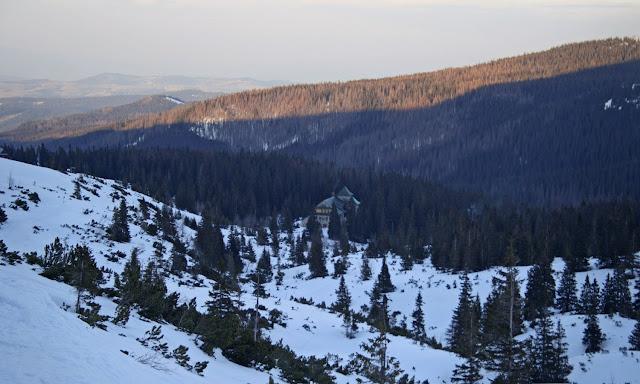 Murowaniec ze szlaku na Przełęcz między Kopami