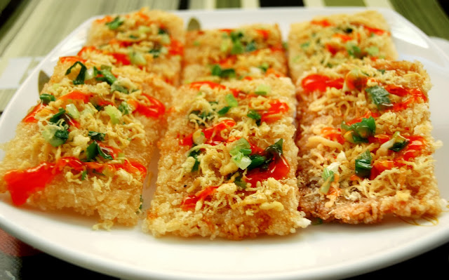 Crispy rice cracker with finely shredded pork