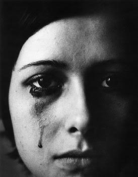 No por ser mujer tienes que aguantarte las ganas de llorar...