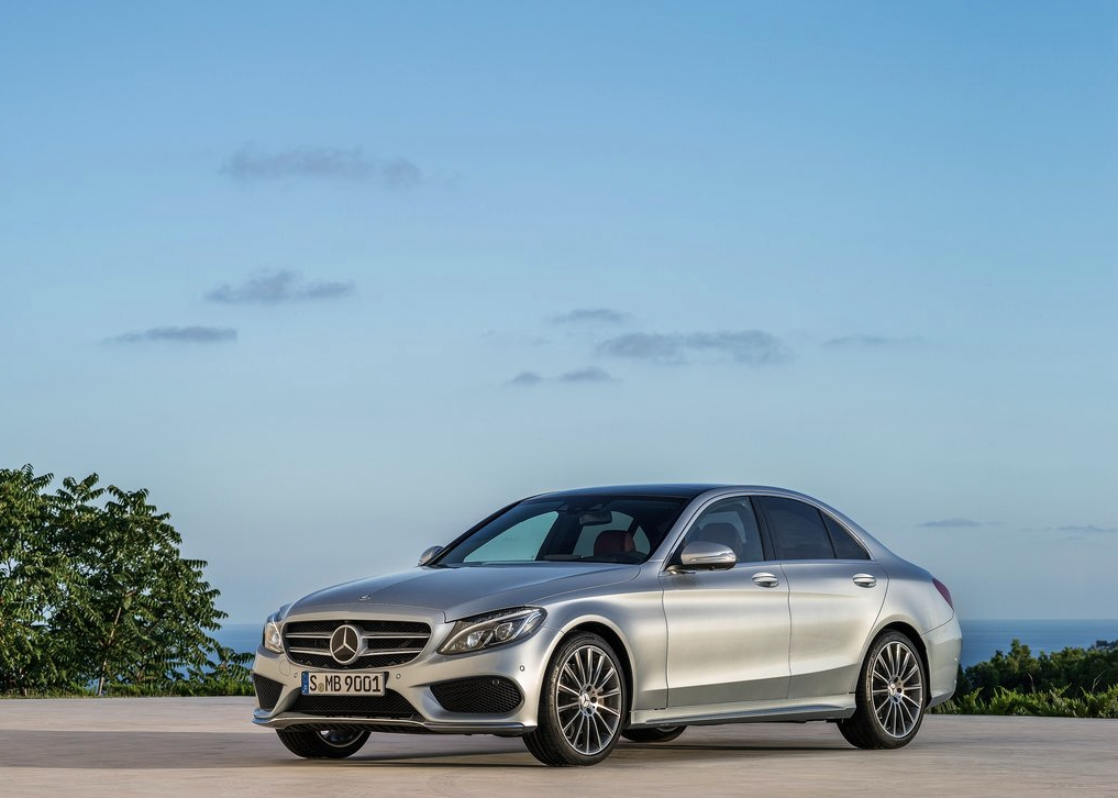 Top 15 best selling luxury vehicles in canada january for Best class of mercedes benz
