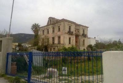 Η στοιχειωμένη μονοκατοικία της Άμφισσας!!! Οι τρομακτικές κραυγές και τα έπιπλα που μετακινούνται μόνα τους!!!
