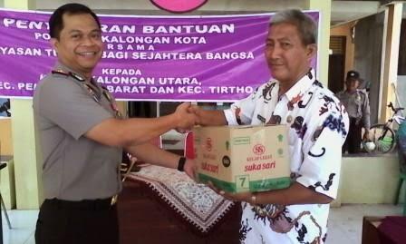 Kapolresta Pekalongan Serahkan Bantuan Sembako Kepada Warga Kecamatan Pekalongan Utara